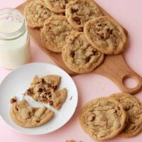 Thin and Chewy Chocolate Chip Cookies