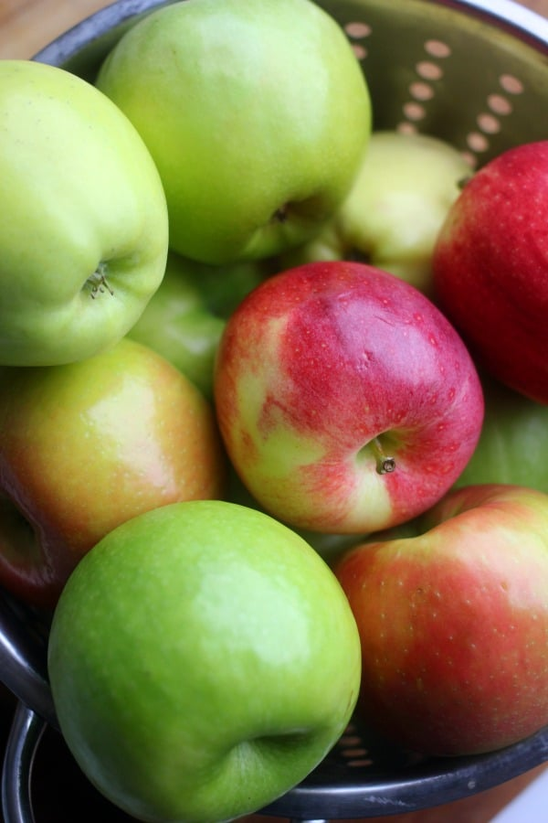 Did you know you could make crock-pot apple cider from scratch at home? Set in the morning or before bed and in 8-12 hours you will have a house that smells amazing and fresh apple cider!