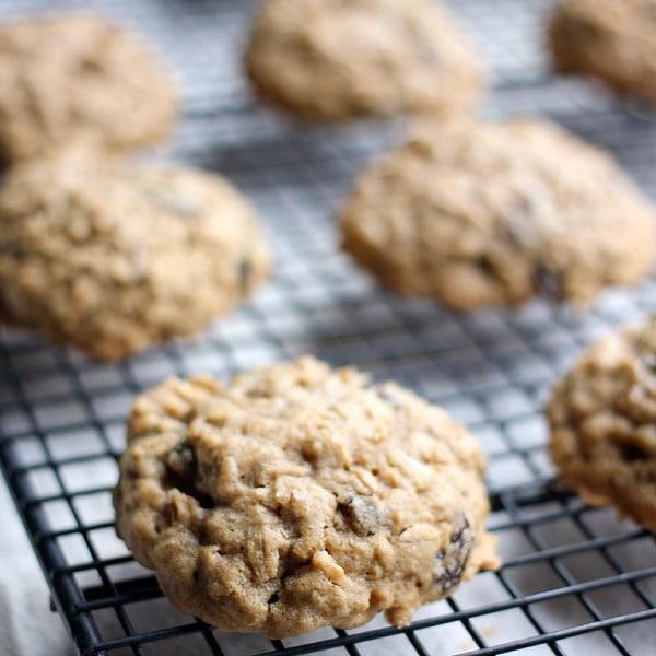 6-ingredient-oatmeal-raisin-cookies