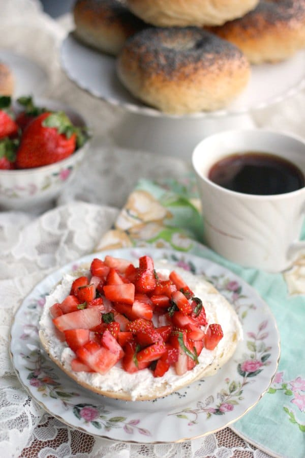 strawberry-goat-cheese-bagels-600