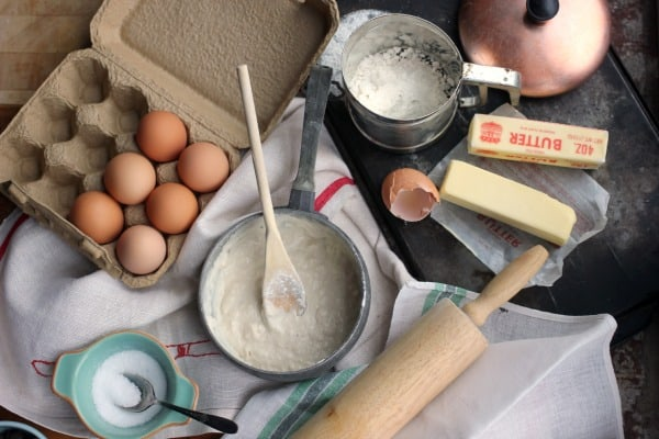 How To Measure Flour Correctly- Baker Bettie