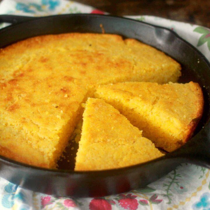 Easy Moist Cornbread Recipe