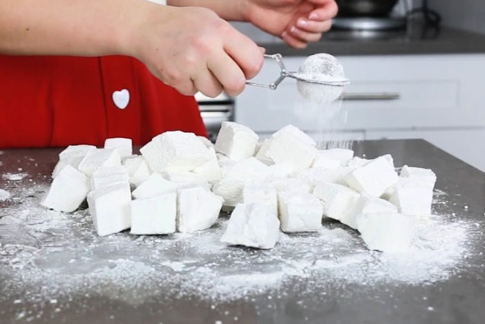 Dusting cut marshmallows with powdered sugar/cornstarch mixture